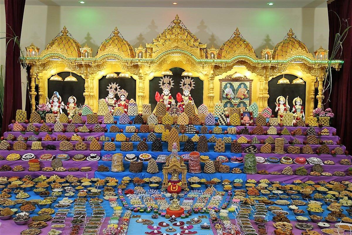 Grand Annakut Darshan
